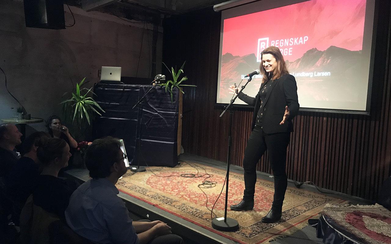 Christine Lundberg Larsen på minikonferansen «11 lyntaler om klimaløsningene media ikke snakker om + karaoke» på Kulturhuset i Oslo